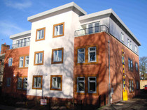 Block of flats with fire sprinkler protection including a FLOWST8n